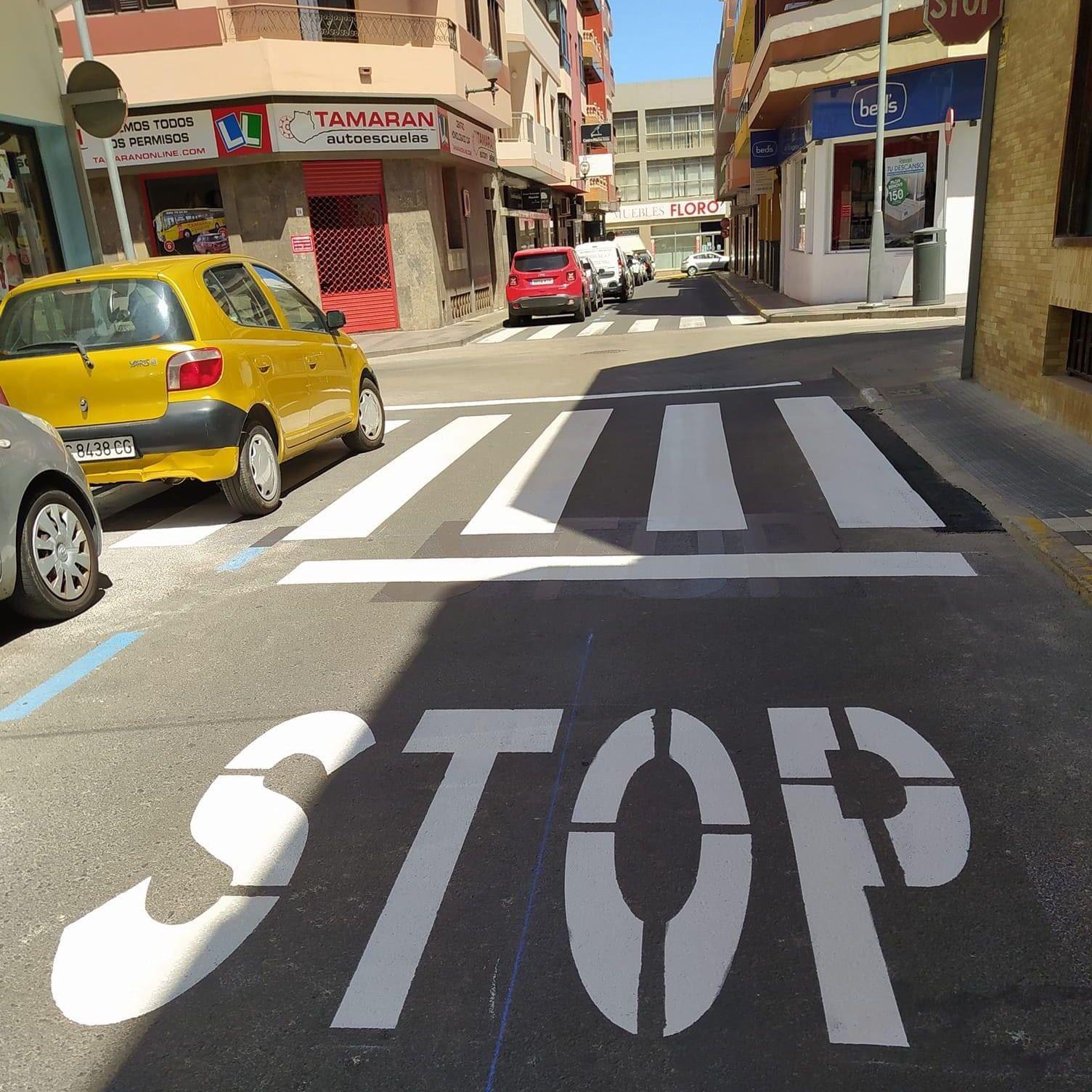 STOP A UN PASO DE PEATONES EN SAN GREGORIO (TELDE)